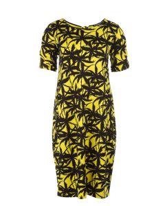 O-lijnjurk met palmbomendessin geel van Juffrouw Jansen