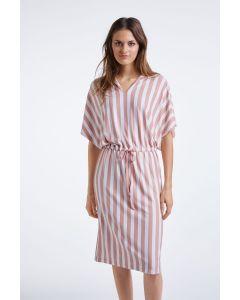 Jurk met verticale streep in roze-wit van OUI